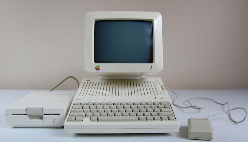 带有鼠标的 Apple IIc