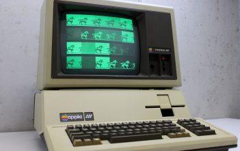 一台正在运行的 Apple III
